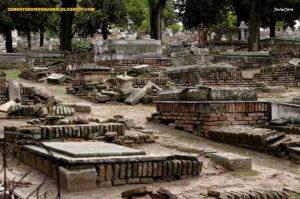 Estado de las tumbas en el cementerio de La Almudena. |  CEMENTERIOS DE MADRID