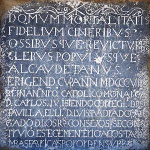 Inscripción fundacional en el Cementerio de Alacudete